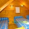 Dormitorio de tres camas de las cabañas