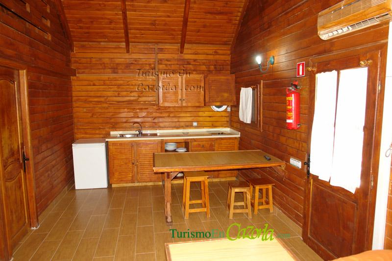 Caba as de madera los enebros casa rural y alojamientos en arroyo fr o la iruela ja n - Casas de madera por dentro ...