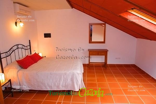 Hotel rural san juli n h fotos burunchel la iruela for Abuhardillado